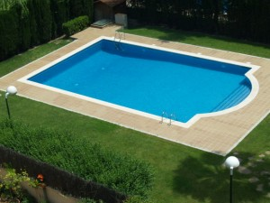 Solar water heaters for swimming pools